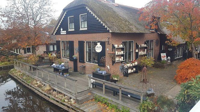 Afbeelding 2 van Bezoek aan Giethoorn (Holland Venetië)